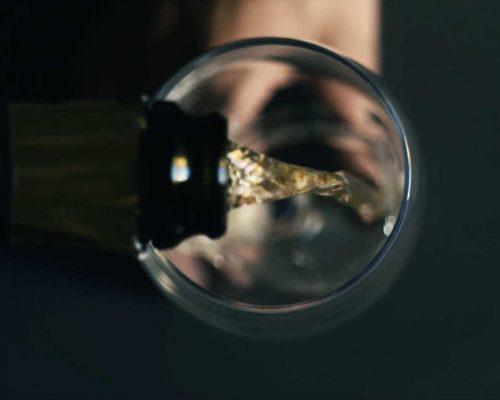 bottiglia-bicchiere-vino-biologico
